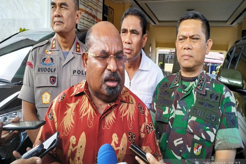 Gubernur Enembe akan telusuri penyebab kepulangan seribuan mahasiswa Papua