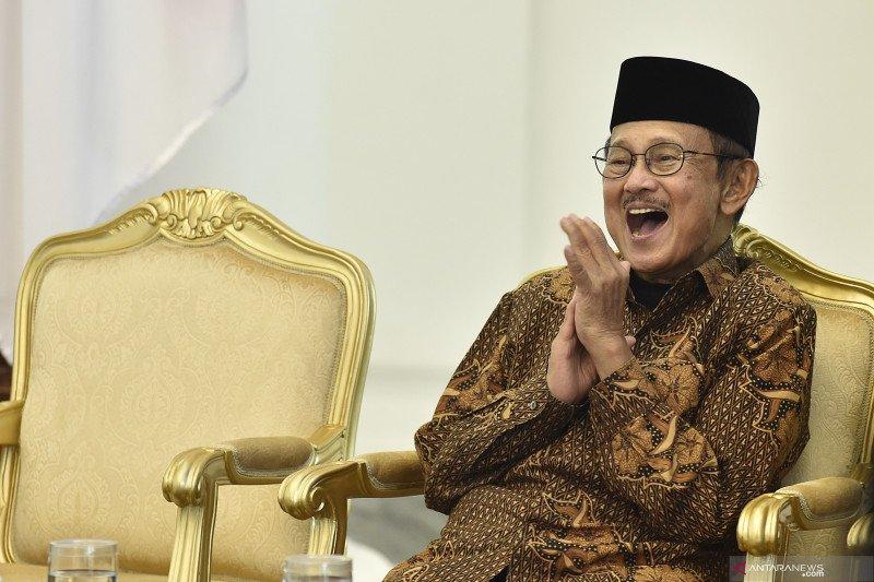 Sejumlah masyarakat di Bangka sampaikan duka meninggalnya BJ Habibie