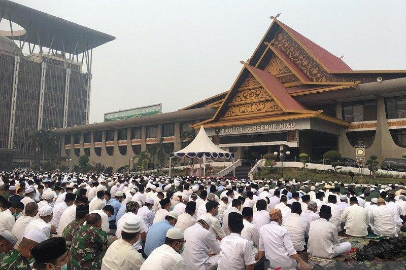Karhutla Riau - VIDEO - Asap semakin parah, ribuan warga Riau salat minta hujan