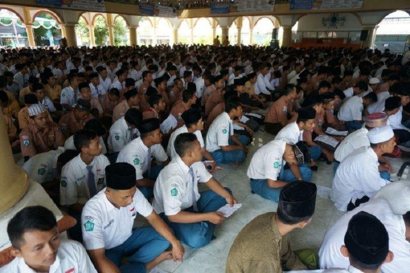 Pesantren Tebuireng Jombang kenang jasa BJ Habibie bangun masjid