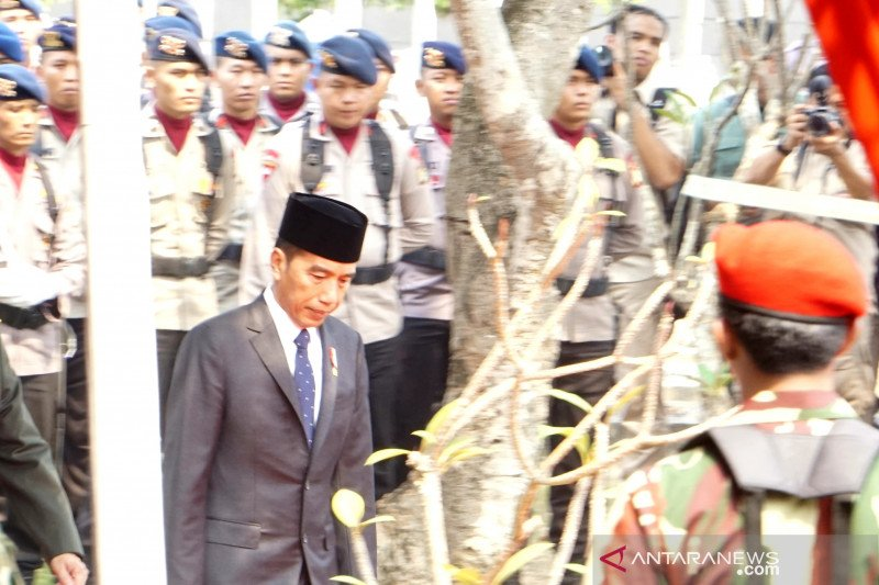 Presiden Jokowi pimpin upacara pemakaman BJ Habibie di TMPN Kalibata