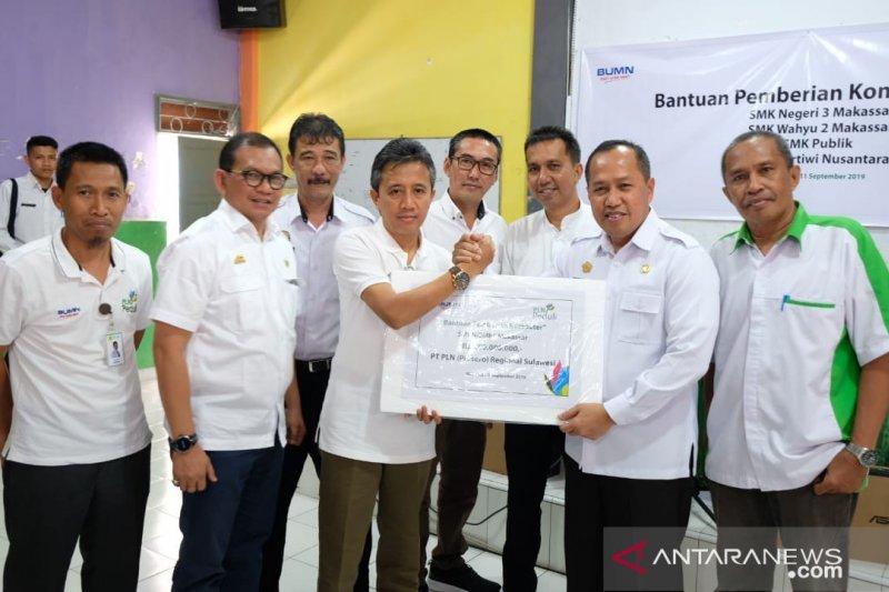 PLN Sulselrabar sumbang 25 unit komputer untuk SMK di Makassar