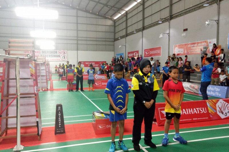 Habibie wafat - Atlet-atlet bulu tangkis di Makassar heningkan cipta