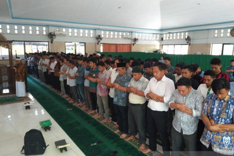 BJ Habibie wafat - Dosen-mahasiswa UNM gelar salat gaib untuk Habibie