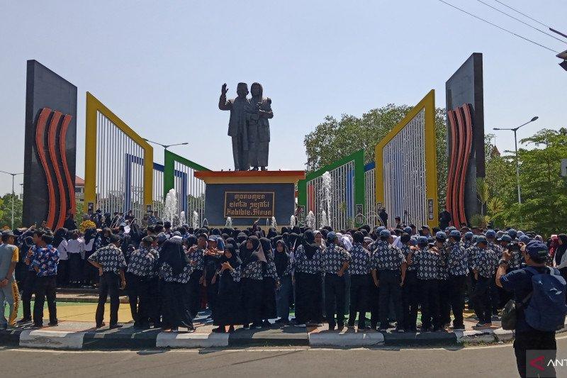 Siswa Pare-pare panjatkan doa untuk mendiang BJ Habibie