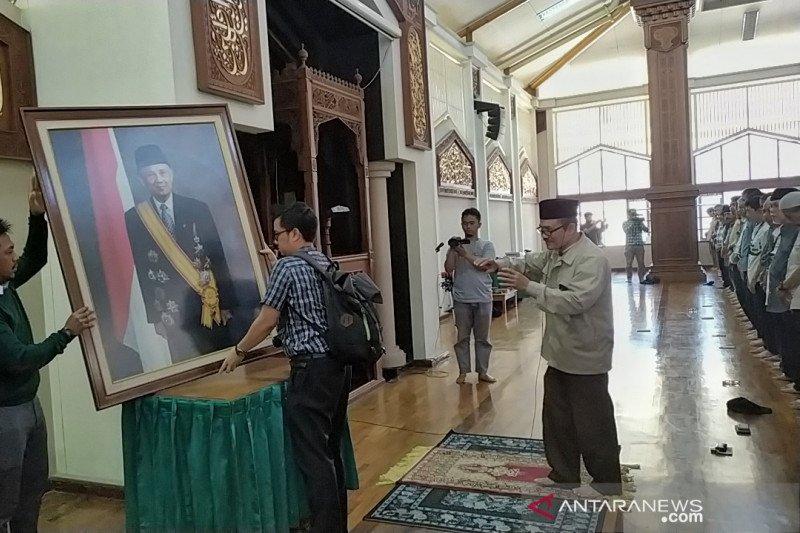 Habibie wafat -PTDI gelar salat gaib di masjid yang diresmikan Habibie