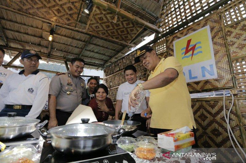 PLN Suluttenggo demo kompor induksi di Festival Pesona Sangihe 2019