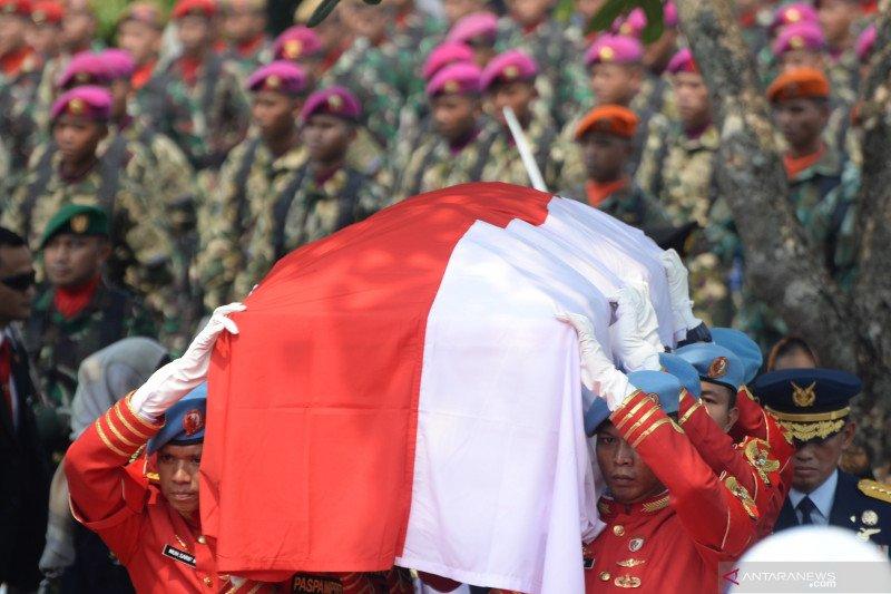 Habibie Presiden RI pertama yang dimakamkan di TMPN Kalibata