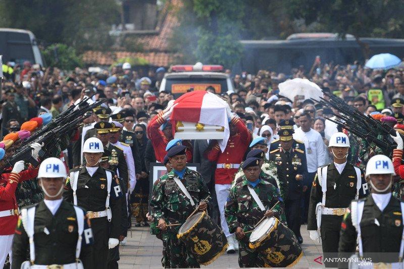 BJ Habibie wafat - Guru di Kepri sebut Habibie sosok cerdas dan setia