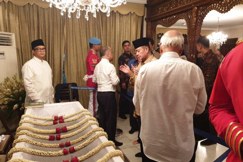 Habibie Wafat - Wagub Nasrul Abit melayat ke rumah duka, sampaikan belasungkawa masyarakat Sumbar