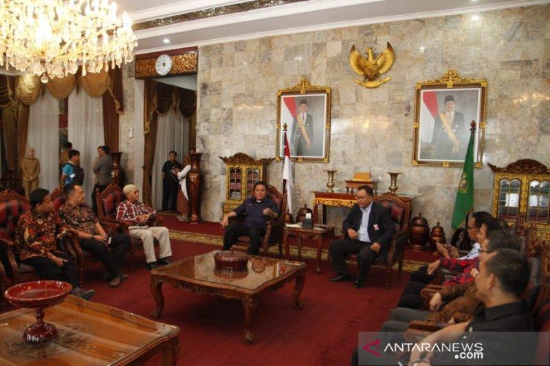 Gubernur Sumsel minta wartawan perangi berita bohong