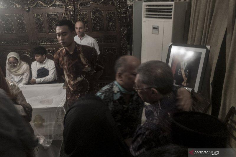 BJ Habibie Wafat - Suasana persemayaman di rumah duka