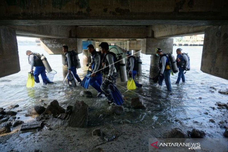 Otoritas pelabuhan Palu ajak masyarakat sadar kebersihan  laut