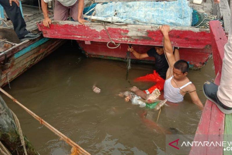 Warga temukan mayat tersangkut tali kapal di Sungai Deli