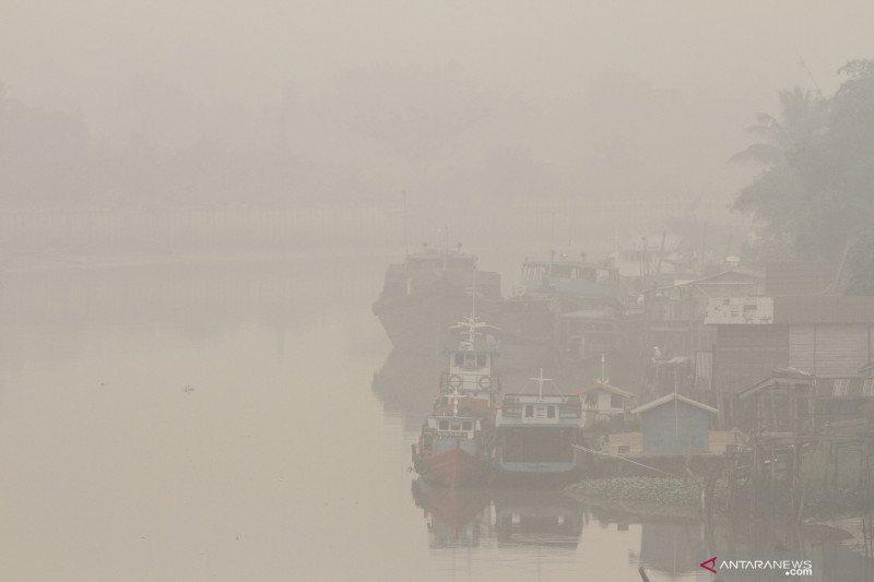 Pesawat kepresidenan mendarat di tengah kabut asap karhutla Pekanbaru