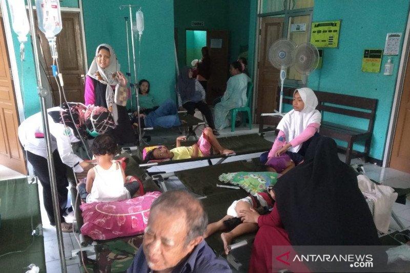 Jumlah korban keracunan di Kampung Pangkalan Sukabumi terus bertambah