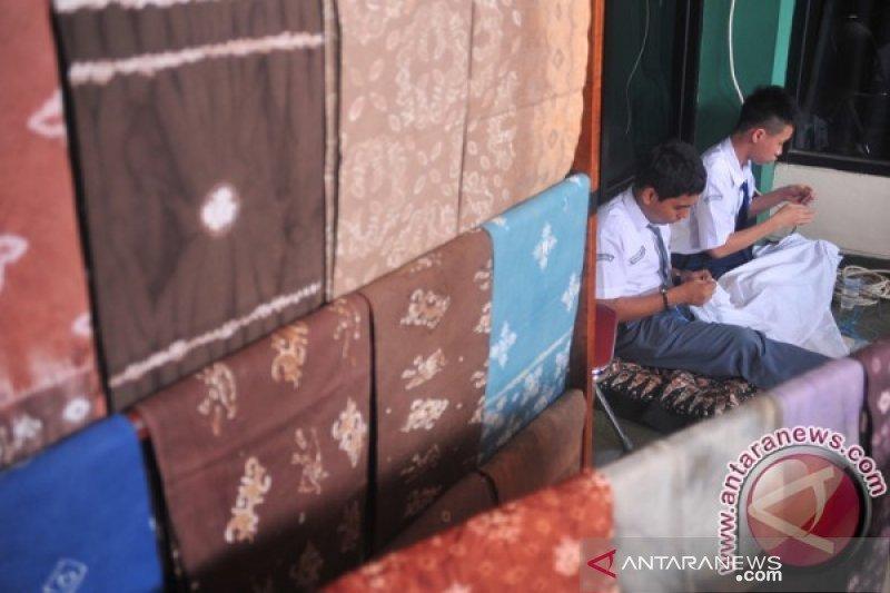 Dekranasda: Ibu Negara ingin  kunjungi perajin kain di Palembang