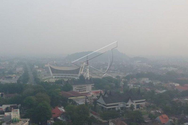 Kabut asap belum ganggu aktivitas penerbangan di Bandara Minangkabau