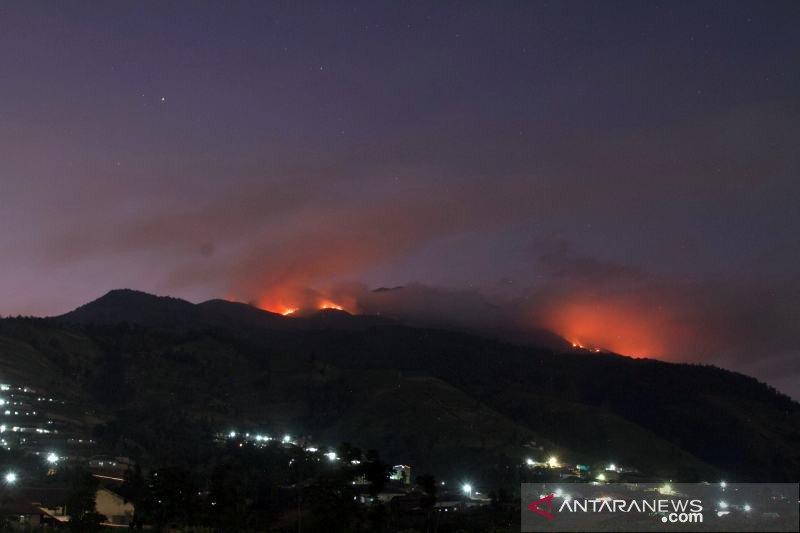 Polres Boyolali pantau kebakaran Merbabu