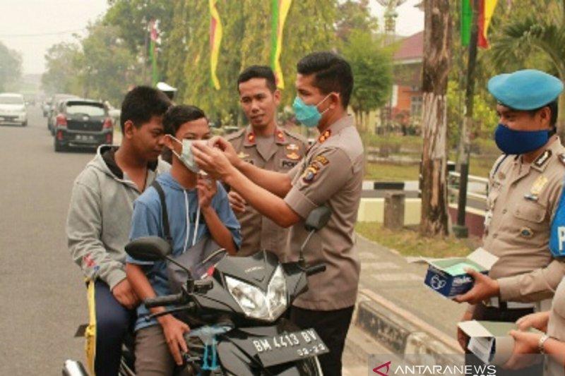 Karhutla Riau - Kabut asap ganggu arus lalu lintas