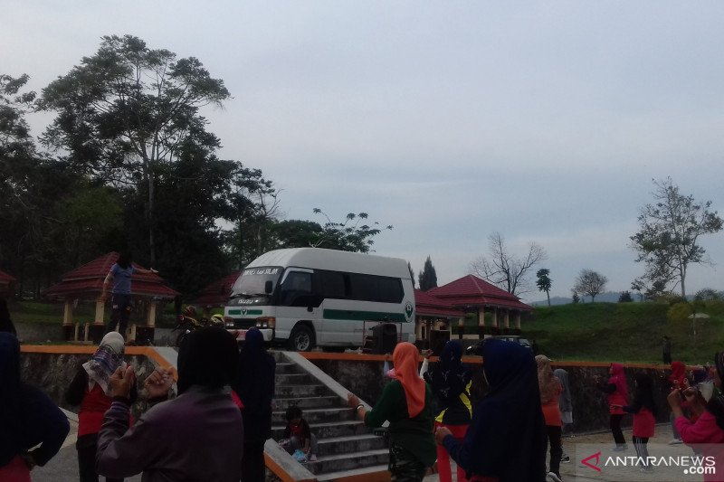 Bupati Solok imbau masyarakat kurangi aktivitas di luar rumah