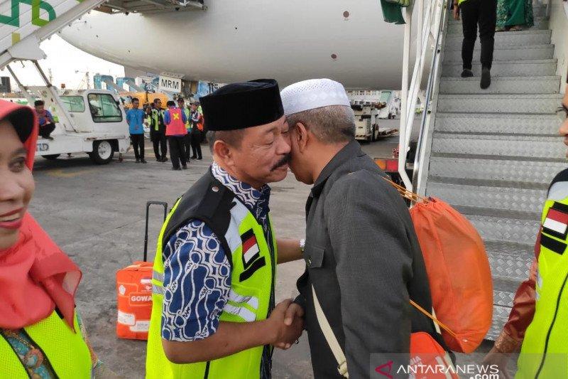 Wabup Gowa jemput jamaah haji kloter 40 di bandara