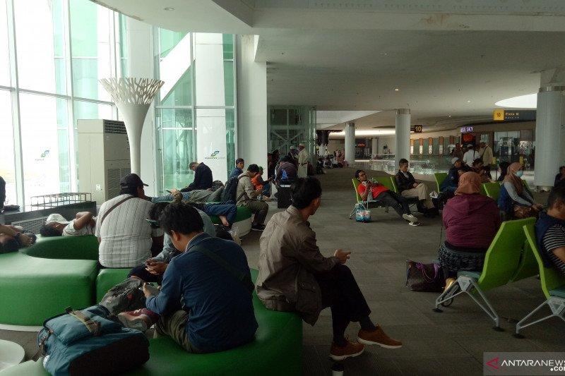 Kabut asap pekat, pesawat Lion Air batal mendarat di Bandara Juwata