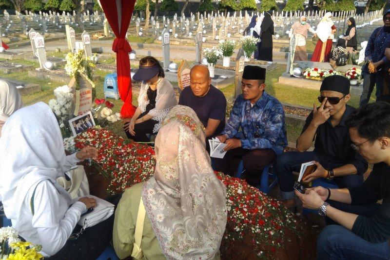 Adrie Subono mengaku yang mengajar baca Yasin Pak Habibie