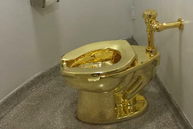 Maling bawa toilet emas di istana Inggris
