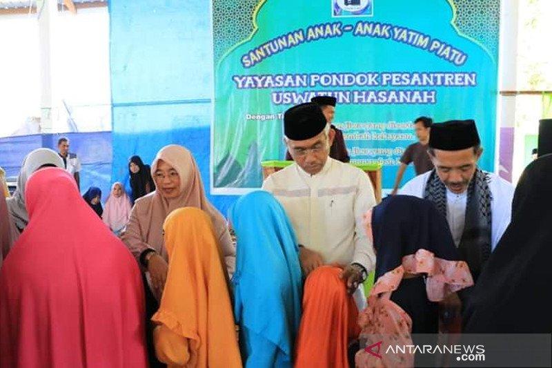 Bupati Lutim apresiasi Ponpes Uswatun Hasanah berbagi santunan