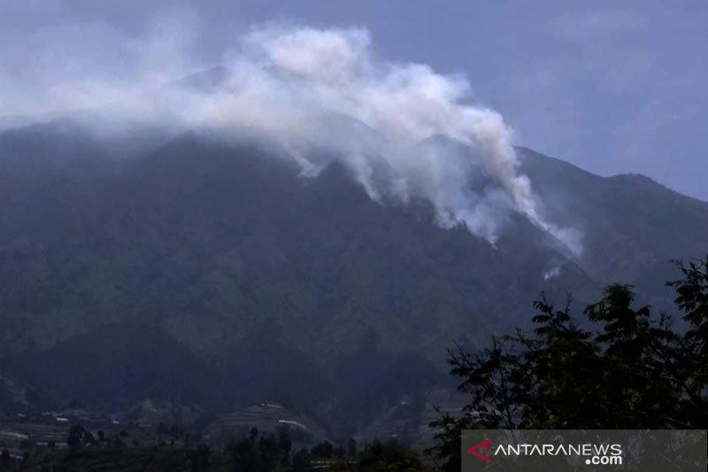 Kebakaran gunung dan temu raya api-angin-air