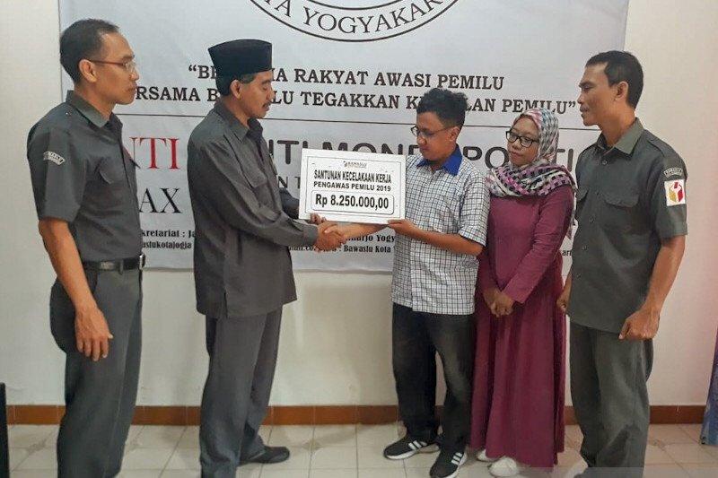Dua pengawas Pemilu 2019 Kota Yogyakarta terima santunan