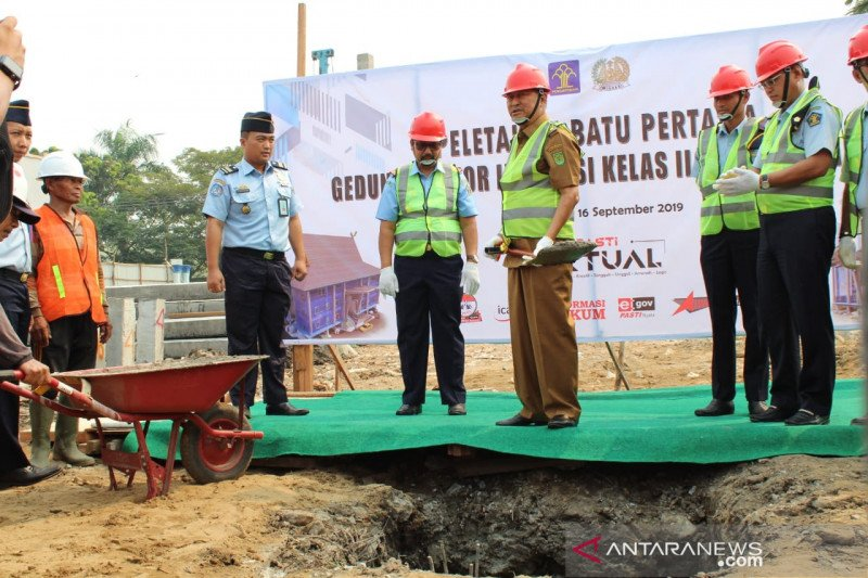 Kakanwil Kemenkumham Riau bersama Wabup Inhil pimpin peletakan batu pertama perluasan Kantor Imigrasi Tembilahan