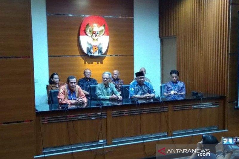 Erry Riyana sebut pimpinan KPK tak ada yang mundur
