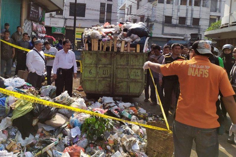 Bayi ditemukan di tempat sampah  di Bandung dalam keadaan tak bernyawa