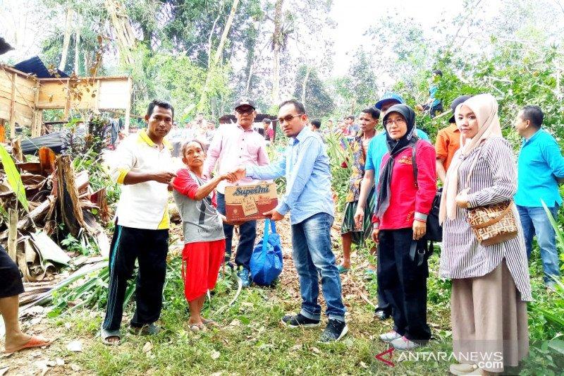 Korban puting beliung di Mapattunggul dapat bantuan sembako dan logistik
