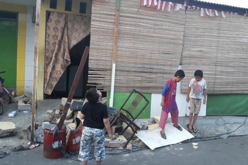 Pengemudi pikap hantam rumah di Kebon Jeruk hingga hancur