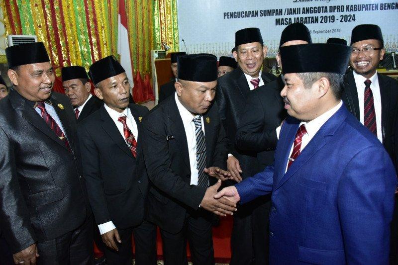 Bupati : Kepala daerah dan DPRD dipilih rakyat