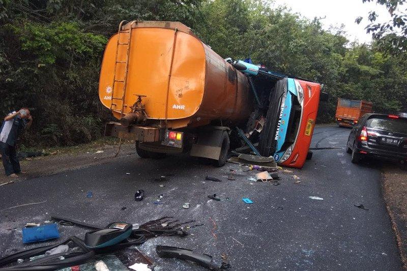 Nama delapan korban tewas kecelakaan maut bus vs truk tangki