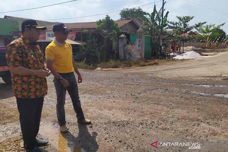 Jadi desa tertinggal, Pemkab Kobar percepat perbaiki jalan Sebukat
