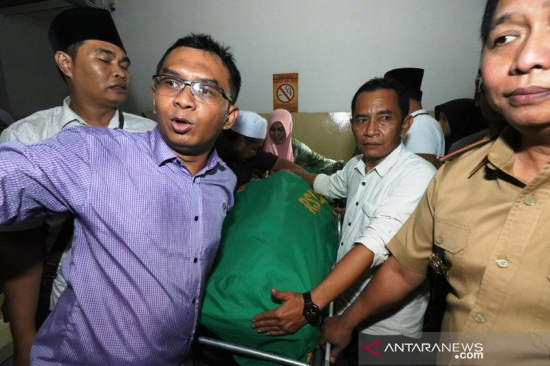 Jenazah Fuad Amin dimakamkan di Bangkalan pada Selasa