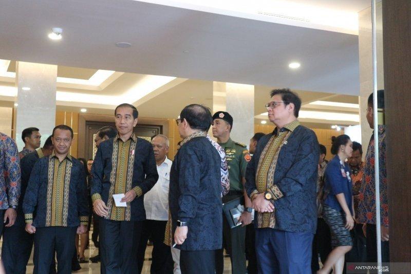 Presiden Jokowi ingatkan untuk hati-hati mengenai potensi resesi ekonomi 1,5 tahun kedepan