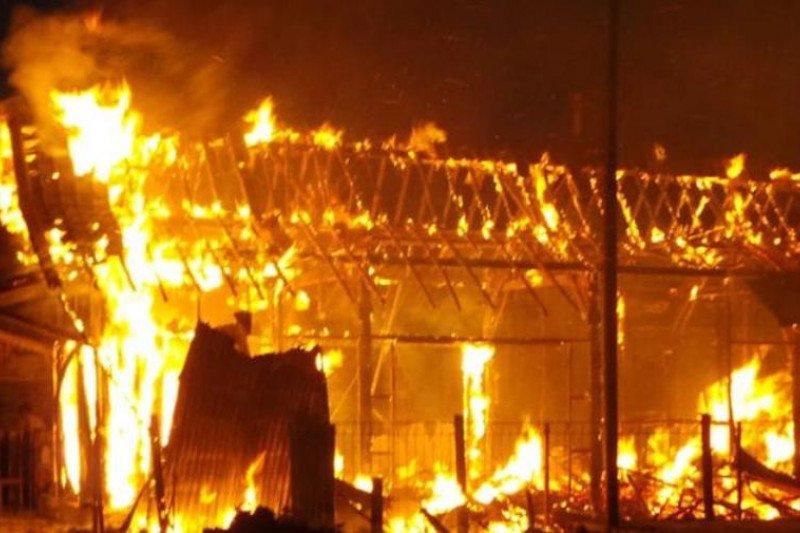 10 petak rumah di Asrama Brimob Padang Panjang terbakar