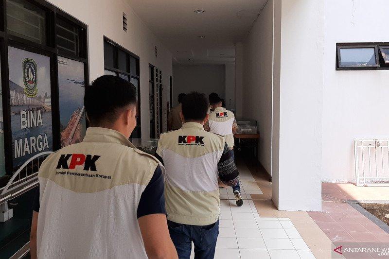 KPK geledah kantor Dinas PUPR Kepri