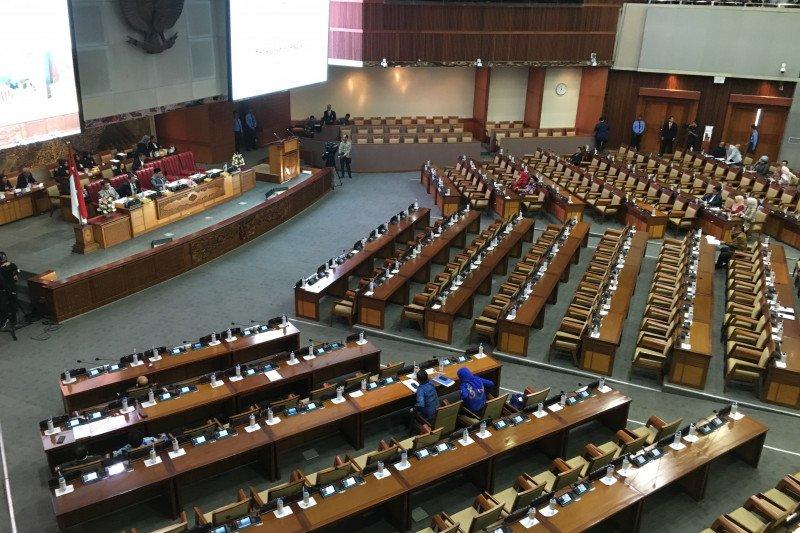 Fraksi Gerindra susupi catatan ke meja pimpinan sidang paripurna 9