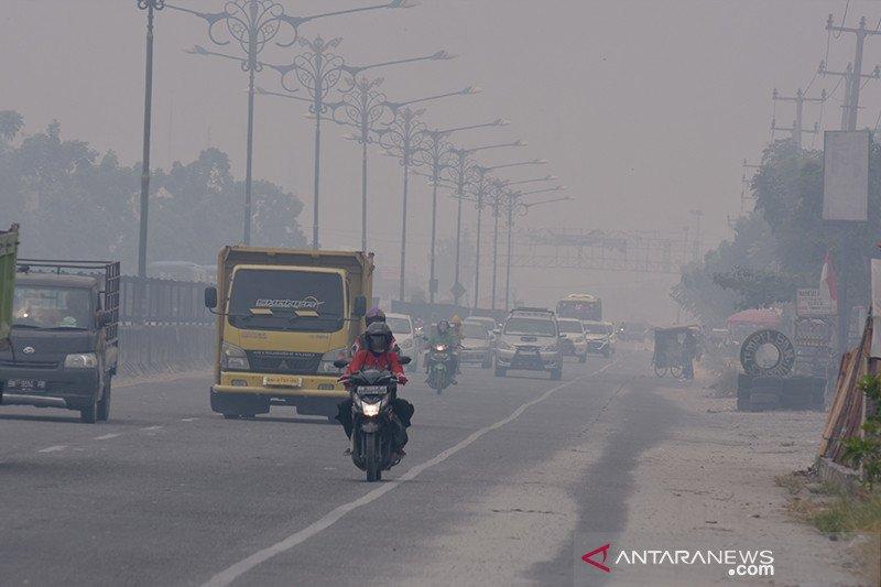 Jalan Pekanbaru-Padang selimuti kabut asap