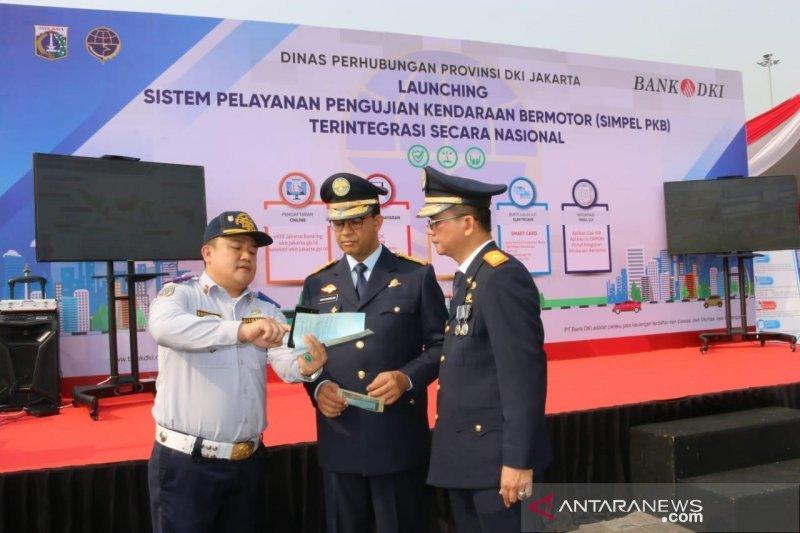 Kemarin, Anies berangkatkan tim ke Riau hingga tilang di palang kereta