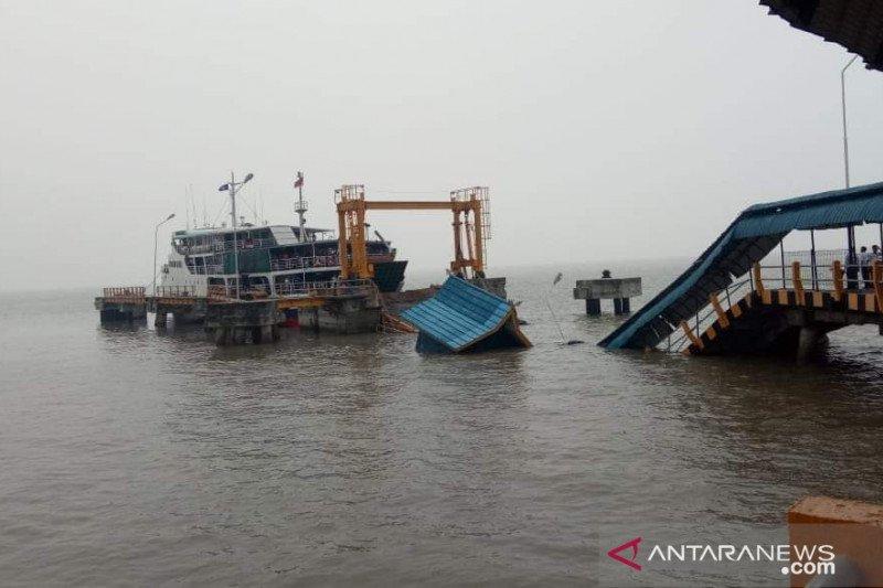 VIDEO - Pegawai BPTD IV Riau-Kepri hilang saat Jembatan Pelabuhan Buton roboh