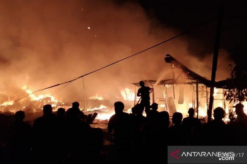Ratusan korban kebakaran mengungsi di masjid dan gereja