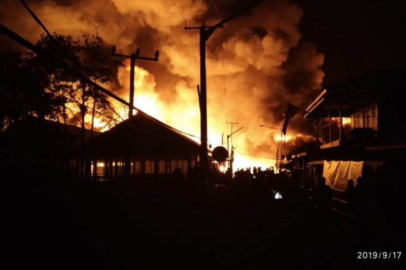 Kebakaran skala besar melanda kota Agats Asmat